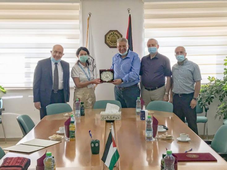 جامعة القدس ومستشفى المطلع توقعان اتفاقية تعاون بحثي وتعليمي مشترك