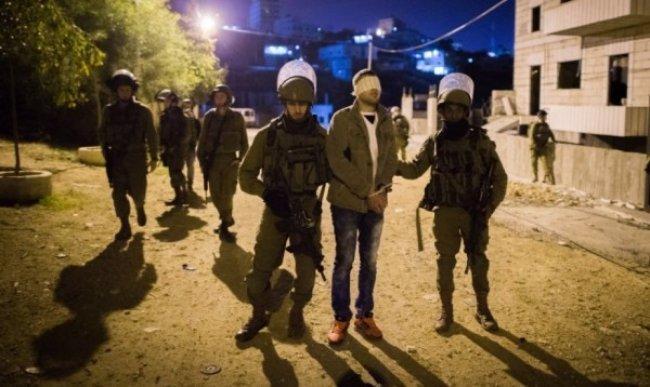الاحتلال يعتقل مواطنين اثنين من الخليل