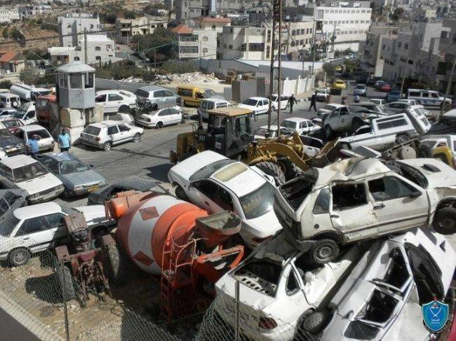 الشرطة تتلف 50 مركبة غير قانونية في الخليل