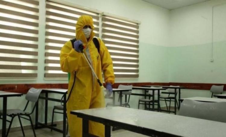 محافظ الخليل يعلق الدوام بمدرسة في حلحول لمدة أسبوع