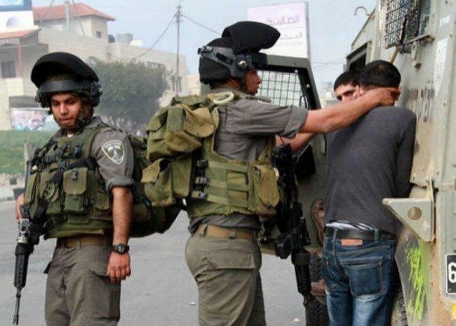 الاحتلال يعتقل مواطنين خلال مواجهات وسط الخليل