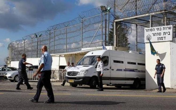 """الاحتلال يوافق على نقل ممثل الأسرى القاصرين إلى """"الدامون"""""""