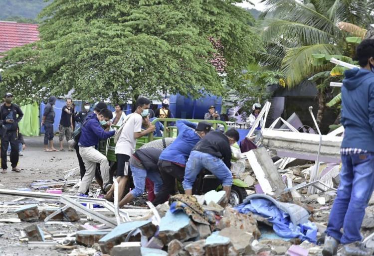 ارتفاع ضحايا الزلزال في أندونيسا إلى 56 قتيلا و800 جريح