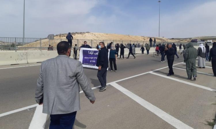 النقب: الاحتلال يمدد اعتقال 4 مواطنين إثر احتجاجهم على تجريف محاصيل زراعية