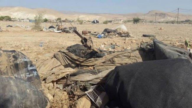 الاحتلال يهدم منشآت في مسافر يطّا بالخليل