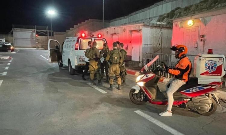 إصابة جندي احتلال بعملية دهس على حاجز قلنديا واعتقال المنفذ