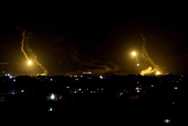 الاحتلال يقصف مرصدا للمقاومة وأرضا زراعية في قطاع غزة