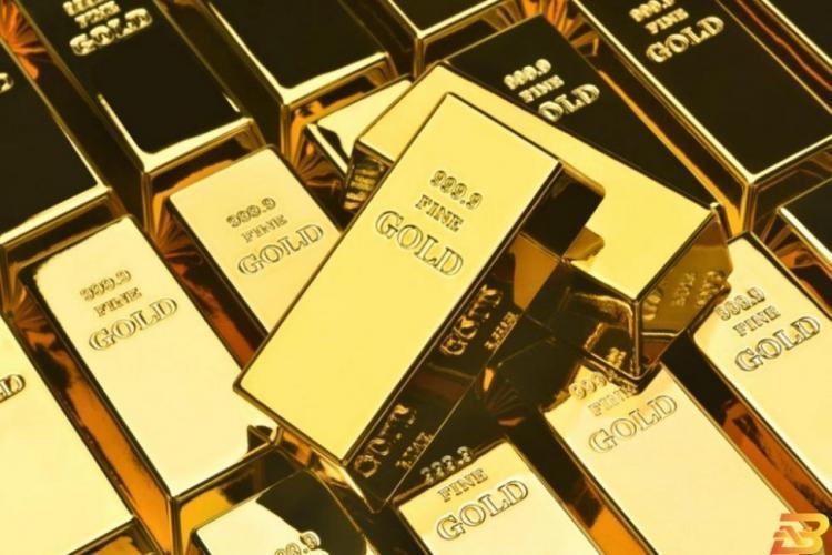 الذهب ينخفض عن ذروة شهرين وقوة الدولار تحد من جاذبيته