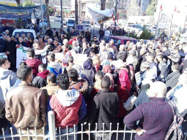 فيديو| الآلاف من التجمع الديمقراطي الفلسطيني يتظاهرون وسط رام الله وغزة مطالبين باسقاط صفقة القرن وانهاء الانقسام