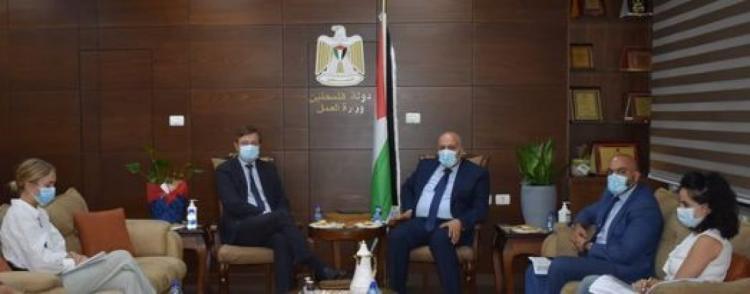 فلسطين والدنمارك تبحثان تعزيز التعاون فيما يخص سوق العمل وبناء قدرات المجتمع