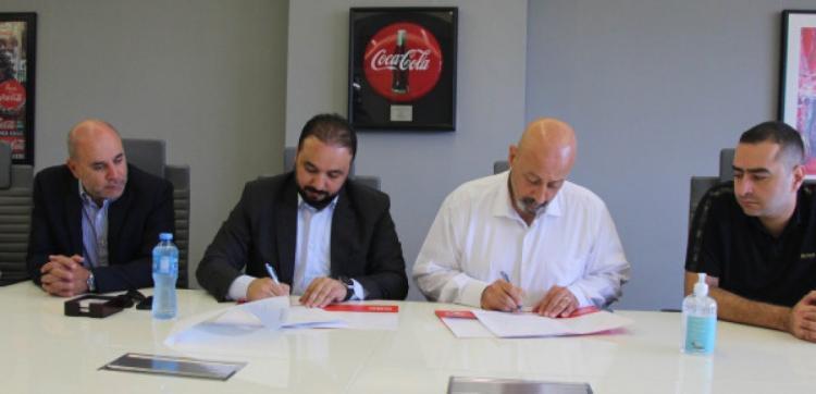 شركة المشروبات الوطنية توقع اتفاقية لرعاية اكاديمية كروية للناشئين لنادي هلال القدس