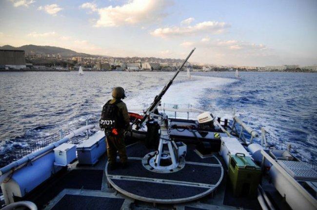 زوارق الاحتلال تفتح النار صوب مراكب صيادين في قطاع غزة