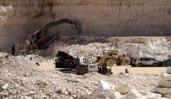 الاحتلال يستولي على معدات بناء في بورين