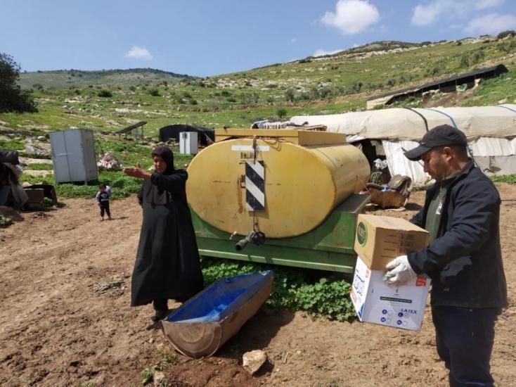 العمل الزراعي ينهي توزيع معقمات على 61 تجمع تسكنها أكثر من 900 عائلة