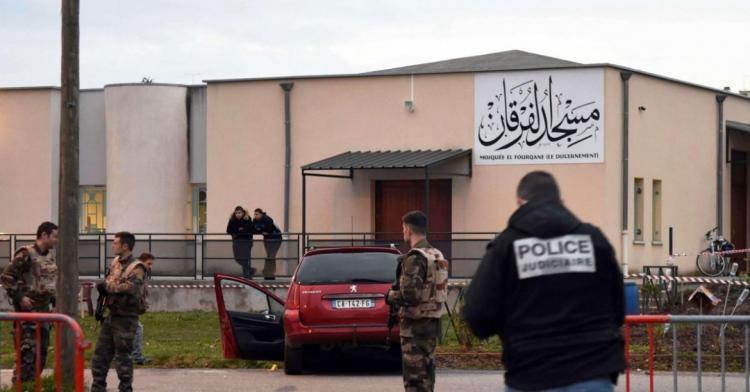 الداخلية الفرنسية تطلق حملة تفتيش تستهدف عشرات المساجد