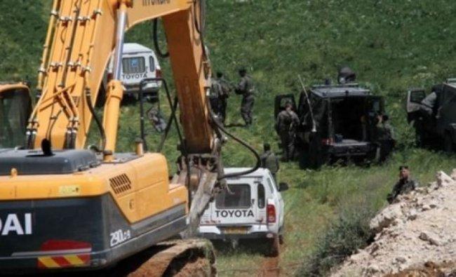 الاحتلال يعيد تجريف طريق تؤدي إلى مسافر يطا بعد إعادة تأهيلها