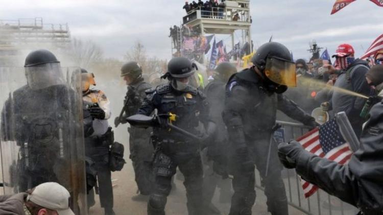 """الأزمة الأمريكية.. تحذير من خطط لـ""""مظاهرات مسلّحة"""" يشارك فيها متطرفون"""