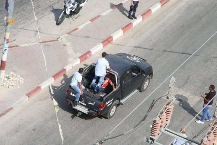 """بالصور...مطالبة بلجنة تحقيق بعد اعتداء """"أمن النجاح"""" على عدد من الطلبة وكسر يد أحدهم"""