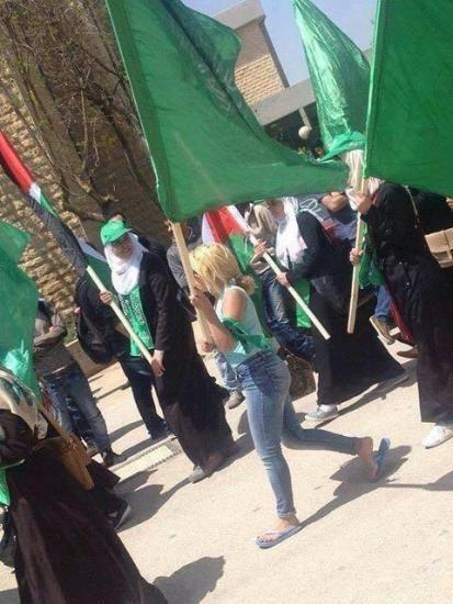انتخابات بيرزيت..لماذا أثارت مشاركة غير المحجبات بمسيرة الكتلة الإسلامية رواد مواقع التواصل الاجتماعي؟