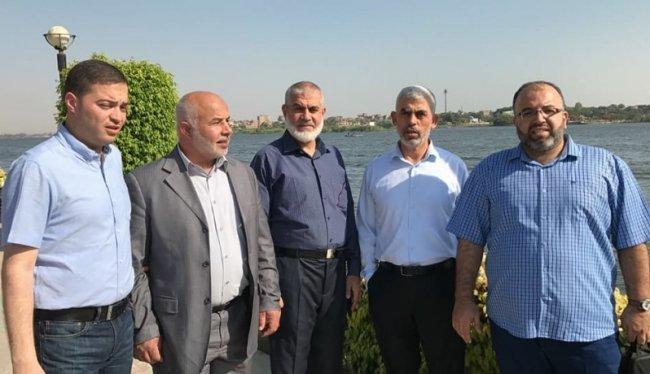 ما حقيقة ما يجرى بين وفد حماس ودحلان في القاهرة؟