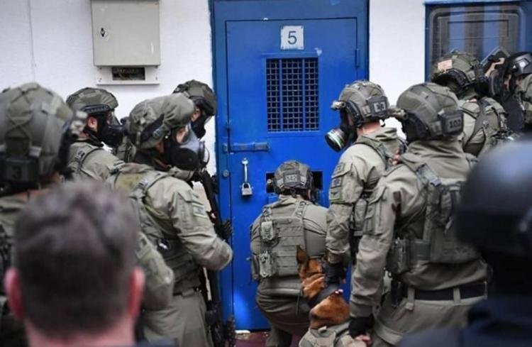 مشاهد تنشر لأول مرة لاعتداء الاحتلال على الأسرى في سجن النقب