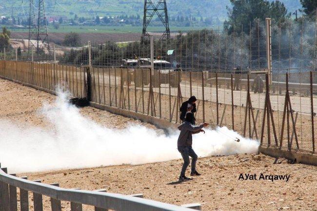 فيديو | إصابات بالاختناق جراء قمع الاحتلال مظاهرة بيت سيرا غرب رام الله