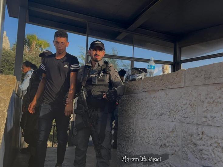 الاحتلال يفرج عن الشاب عبد الرحمن بخاري بشرط الإبعاد 15 يوماً عن باب العامود