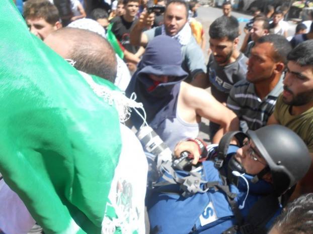 اصابة مصور وكالة رويترز في الخليل برصاص الاحتلال