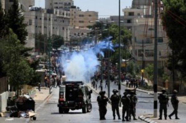 إصابات بالاختناق واعتقال شابين في مواجهات مع الاحتلال ببلدة بيتا جنوب نابلس