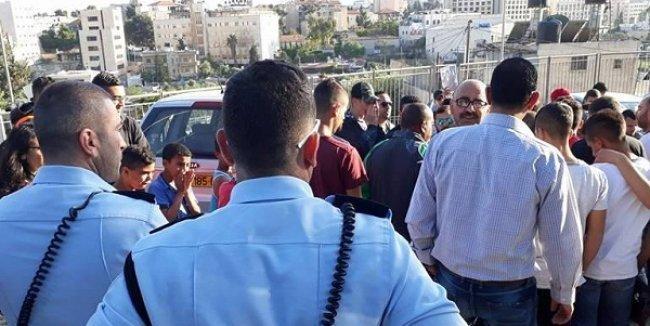 الاحتلال يمنع فعاليات التضامن مع الأسرى في باحة الصليب الأحمر بالقدس