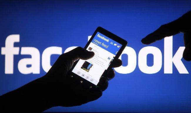 فيسبوك يقر بجمعه بيانات لغير مستخدميه !