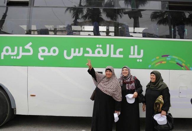 """""""كريم"""" تختتم مبادرتها الخيرية لنقل المواطنين إلى حاجز قلنديا مجانا خلال شهر الخير"""