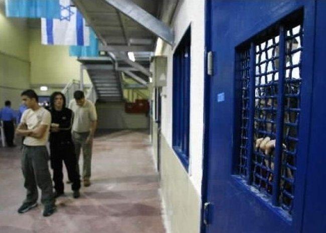 الأسير الريماوي يواصل إضرابه عن الطعام لليوم 12