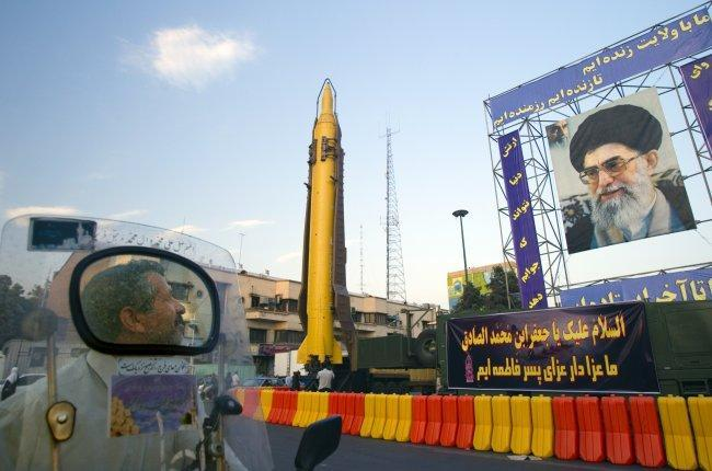 20 جريحاً في هجوم على عرض عسكري جنوب إيران