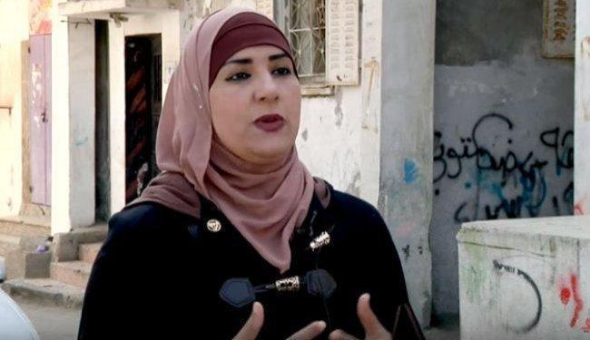"""فيديو   """"منار"""".. من معلمة إلى أول مديرة مخيم للاجئين في فلسطين"""