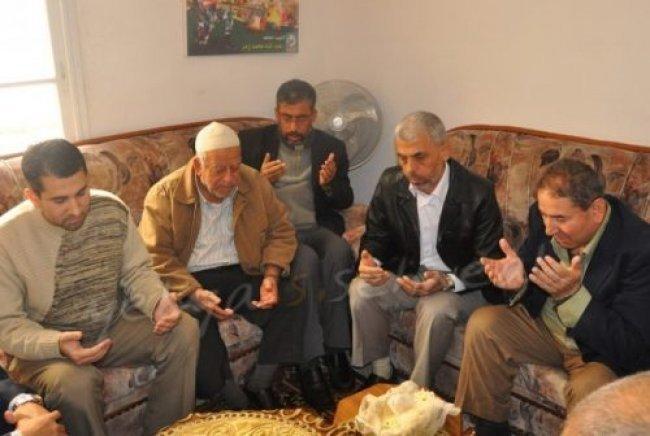 قيادة حماس تبدأ زيارات تشمل 600 عائلة في غزة