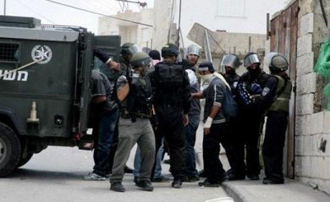 الاحتلال يعتقل 3مقدسيين
