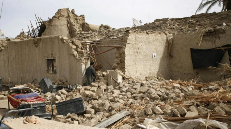 زلزال يضرب ايران يوقع 5 ضحايا ويصيب 120 آخرين