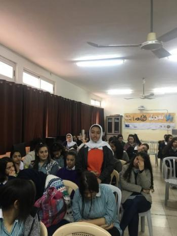 """نابلس: عرض فيلم """"ممنوع وبس"""" في مدرسة الحاجة رشدة المصري"""