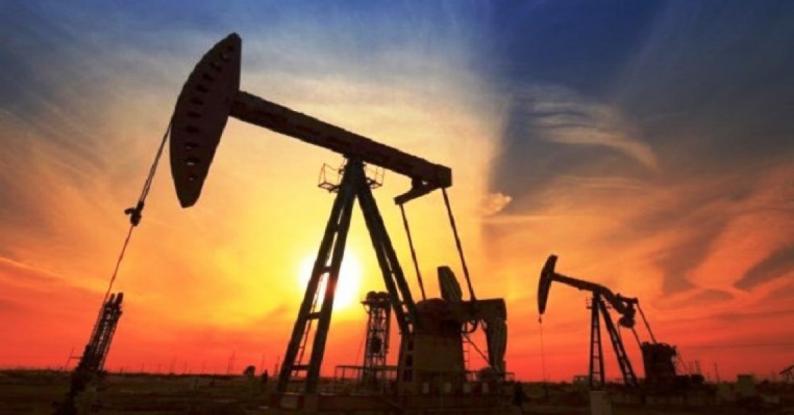 أسعار النفط تستقر والأنظار على اتفاق التجارة ومخزونات أمريكا