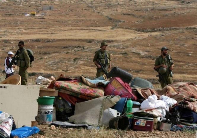 الاحتلال يهدم خيمتين سكنيتين بمسافر يطا جنوب الخليل