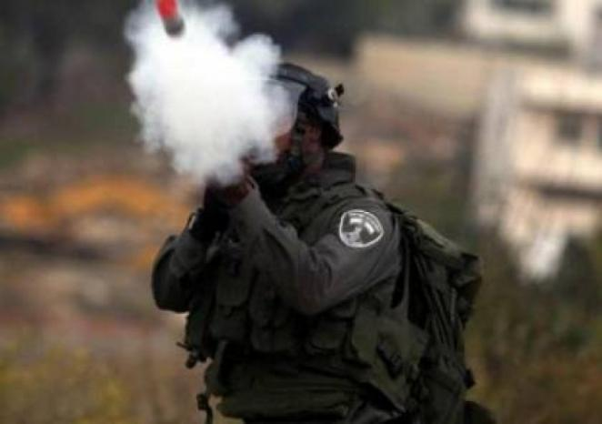 """الاحتلال يستهدف ملعب """"الشهيد عرفات"""" في العيسوية بالقنابل الغازية"""