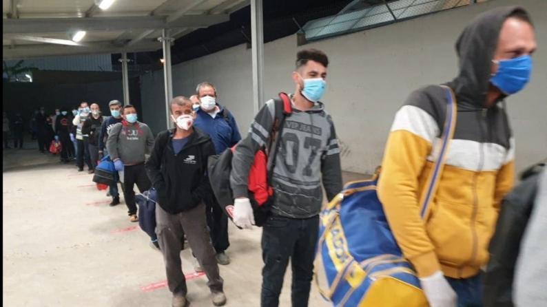 سلطات الاحتلال ترجئ تطعيم العمال الفلسطينيين إلى موعد غير محدّد
