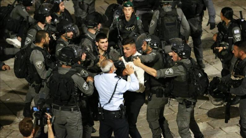 القدس: الاحتلال يعتقل شابين من باب العامود