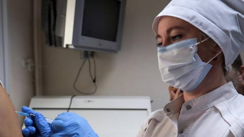 عالم أحياء: هكذا يحمي التطعيم ضد كورونا من سلالاته الجديدة