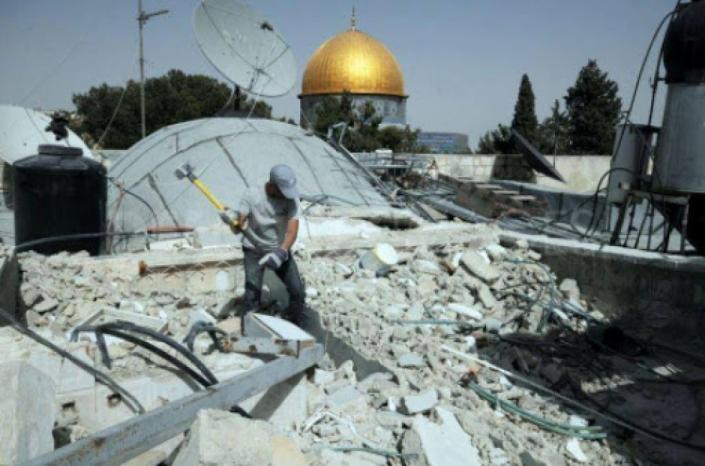 الاحتلال يجبر المواطن المقدسي إبراهيم صيبعة على هدم منزله