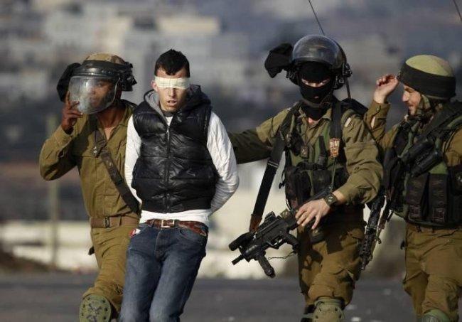 القدس: الاحتلال يعتقل الشاب أيوب الشويكي بعد الاعتداء عليه بالضرب