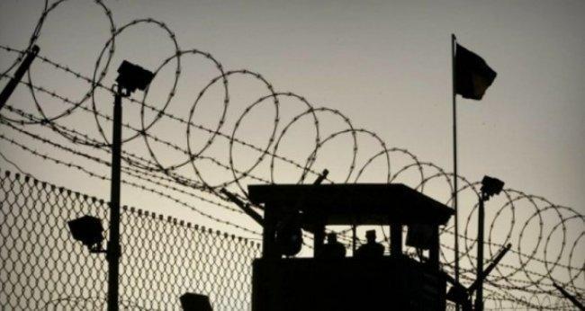 """توتر في معتقل """"ريمون"""" بعد مواجهة جديدة بين أسرى قسم 1 وإدارة السجون"""