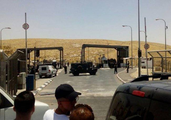 الاحتلال يعيد فتح حاجز الكونتينر بعد إغلاقه لساعات