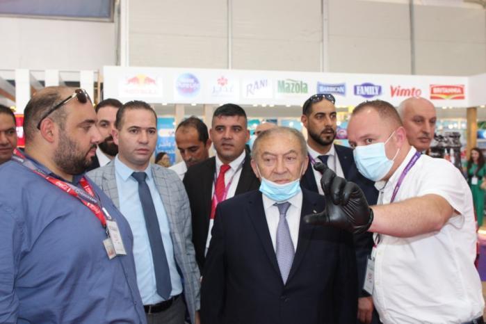 وزير الاقتصاد الوطني يفتتح معرض فلسطين الغذائي في مدينة الخليل